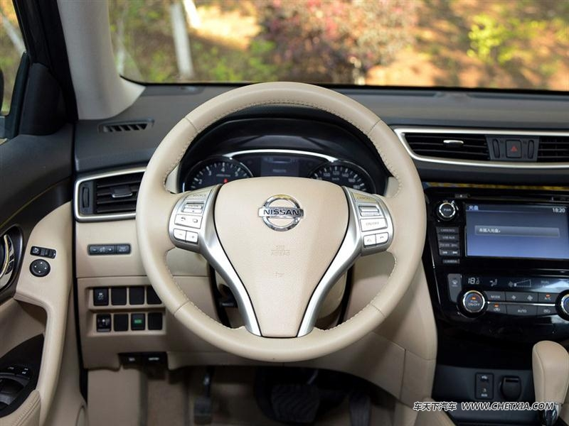 东风日产 奇骏 奇骏 2014款 2.0L CVT智领版 2WD 中控方向盘