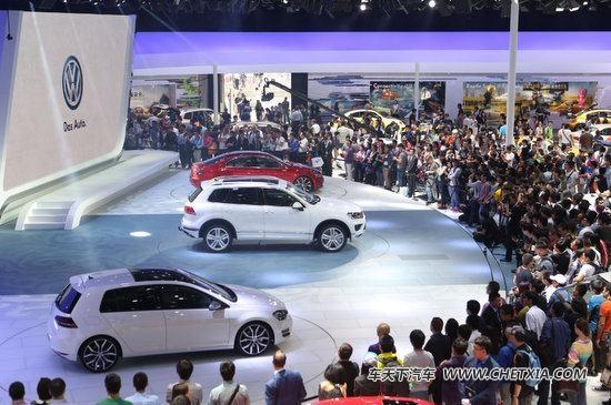 """大众汽车凭借""""创新科技,以人为本""""的展台设计,环保技术车型及大众汽车"""
